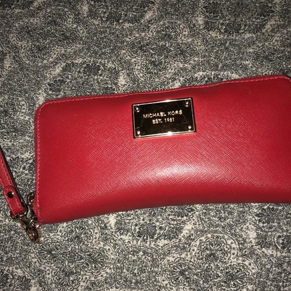 b179f4401bb2d FIRM PRICE !! Red MK wallet clutch wristlet. M_5bcd13e42e147835dba951a2
